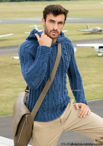 Мужской пуловер с капюшоном спицами