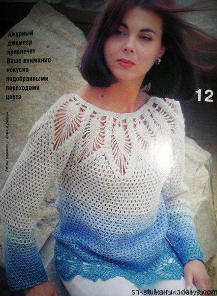 Пуловер с кокеткой из ананасов