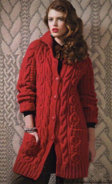 Пальто объемной вязкой спицами