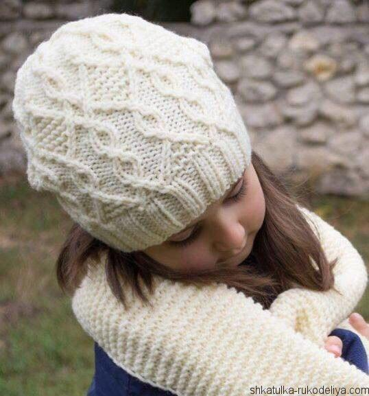 Красивый комплект: шапочка и шарф спицами