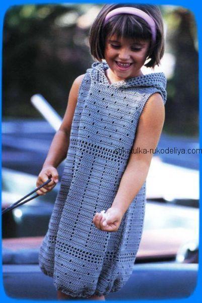Платье с капюшоном для девочки