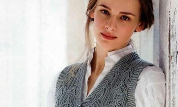 вязание спицами, жилет, схема, стильный, с пуговицами, серый, женский